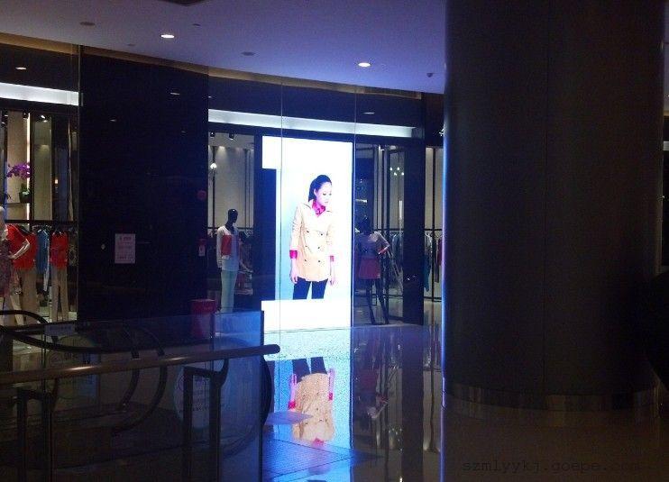 透明橱窗LED显示屏在市场的应用